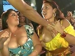 amatør brunette milf morsomt fest offentlig
