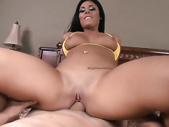 Gianna Nicole tries her hardest to make hard cocked guy bust a nut with her mouth