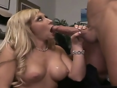 moden blonde store pupper blowjob lingerie strømper ass piercing tatovering facial