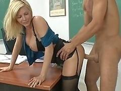 sjarmerende milf blonde store pupper lærer lingerie strømper sexy ass våt