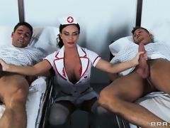 brunette milf handjob trekant uniform store bryster hd porno
